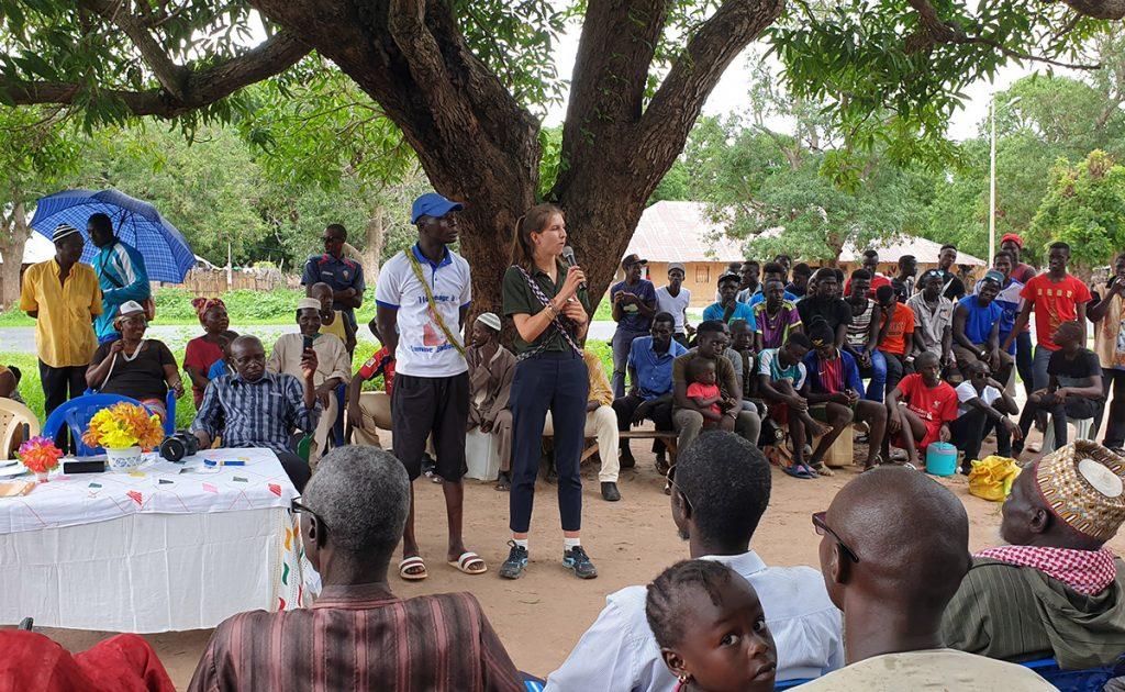 Auriane Buridard présente le programme Sport & Développement à Diabir en Casamance